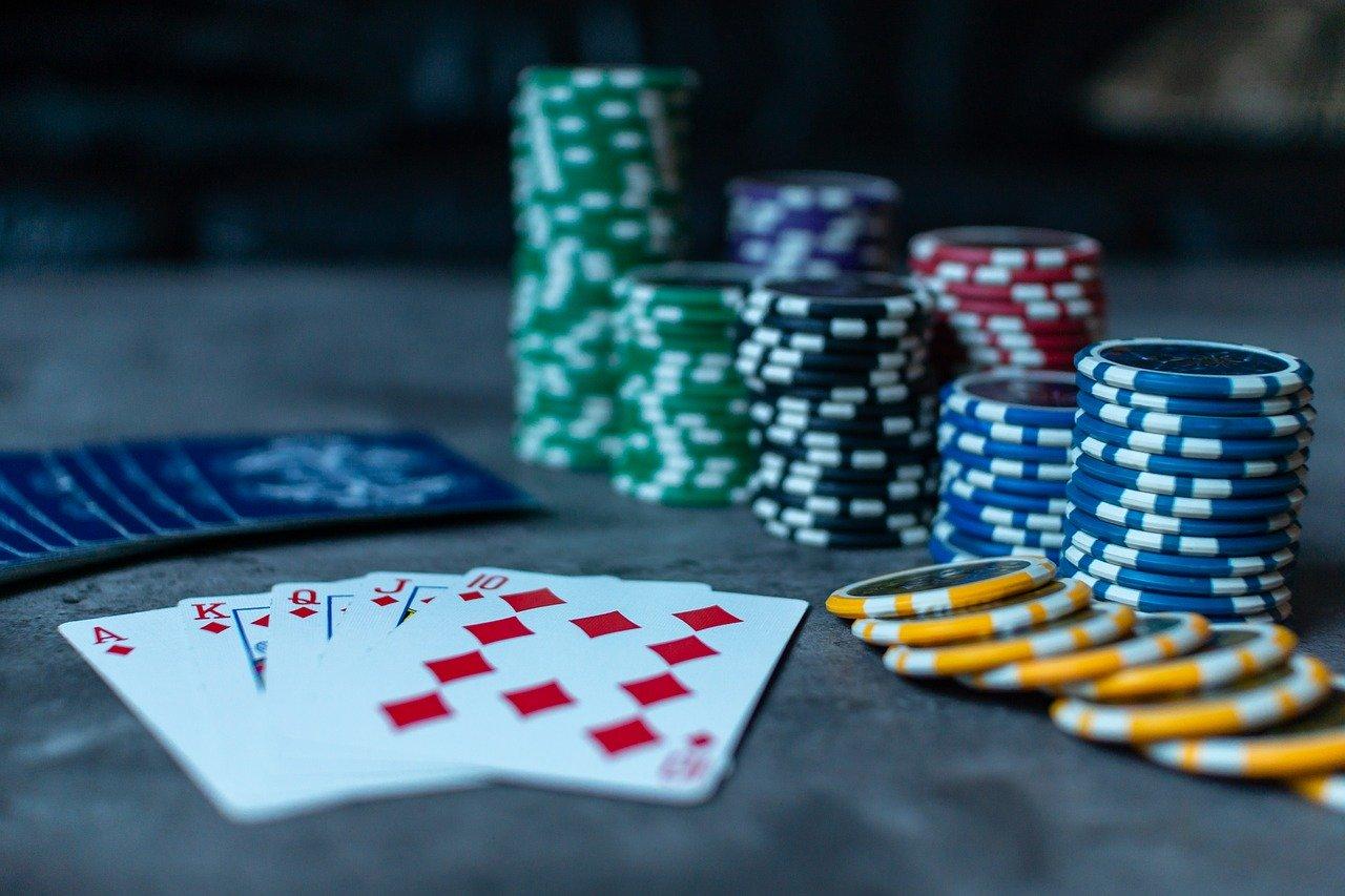 Online Poker vs Land-Based Poker